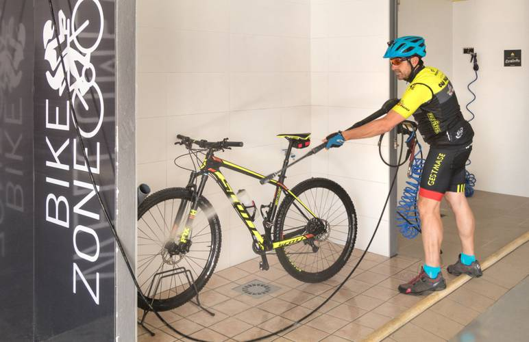 Bike zone hotel cap negret altea, alicante